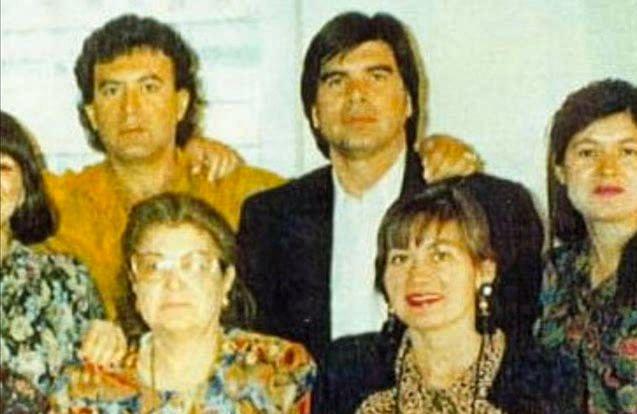 "Enedina Arellano Felix, (sitting) second from left with the Felix clan (Photo: <a href=""https://www.youtube.com/watch?v=vRQuGW4Rfxc"">YouTube</a>)"