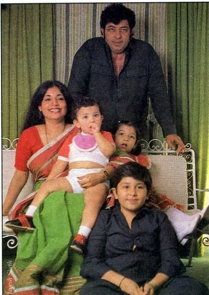 A family portrait- Amjad Khan with his wife and kids (Photo: Shadaab Khan)