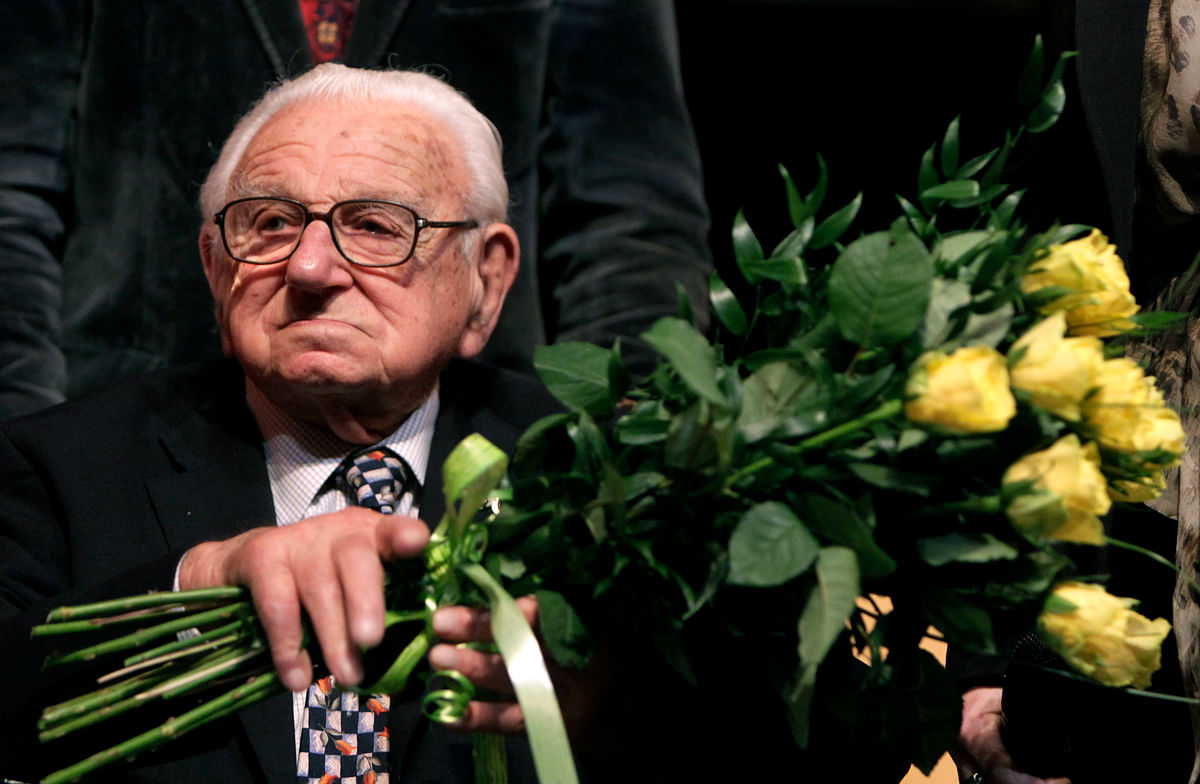 "Nicholas Winton, aged 101, holds flowers while sitting on a stage after the premiere of the movie ""Nicky's family"" which is based on his life story in Prague. (Photo: Reuters)"