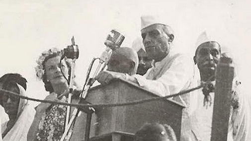 "Pandit Jawaharlal Nehru at the Red Fort on August 15, 1947 (Courtesy: <a href=""https://twitter.com/IndiaHistorypic"">Twitter.com/IndianHistoryPics</a>)"