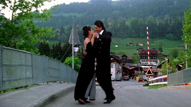 "A still of Shah Rukh Khan and Kajol from Dilwale Dulhaniya Le Jayenge. (Photo Courtesy: YouTube <a href=""https://www.youtube.com/watch?v=XDBbSqZb6nc"">Screengrab</a>)"