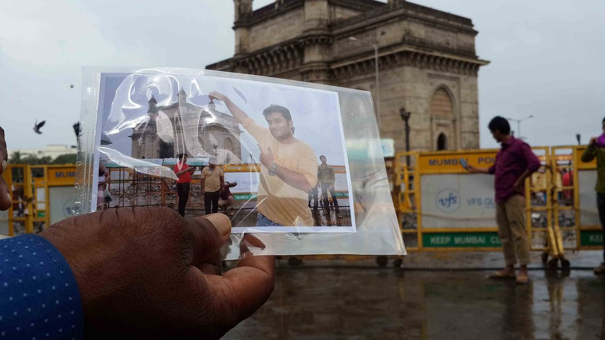 Photographer Jitendra Singh hands out a print out of a customer's photograph (Photo: Twish Mukherjee)