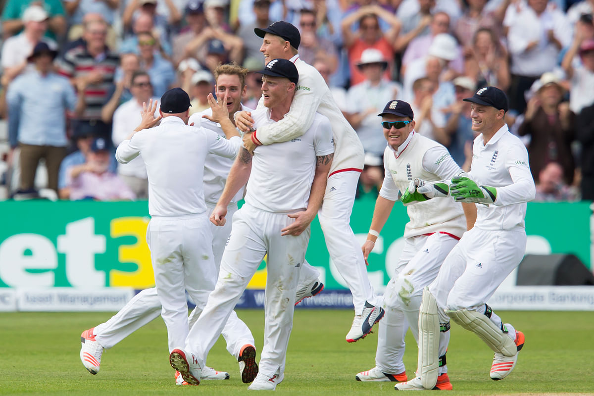 English cricketers celebrate after taking the wicket of Australia's Steven Smith. (Photo: AP)