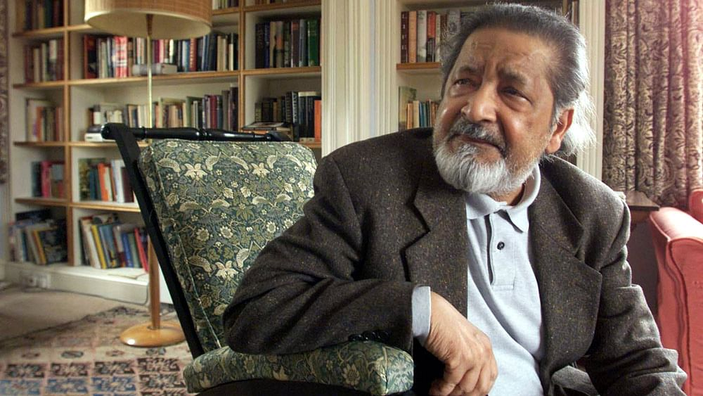 British author VS Naipaul at his UK home, October 11, 2001 after it was announced that he has been awarded the Nobel Prize for Literature.
