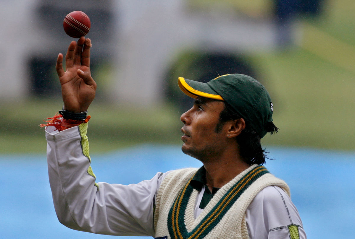 Pakistan's Danish Kaneria spins a ball during a cricket training session in Bangalore, India. (Photo: Reuters)
