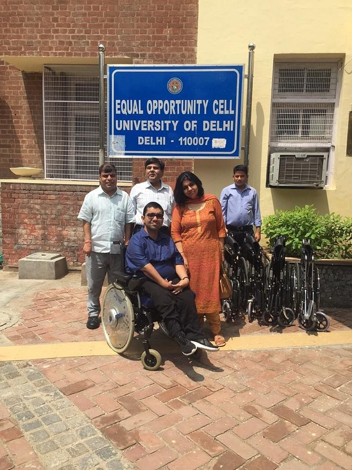 "Nipun Malhotra at Delhi University after donating wheelchairs to the Equal Opportunity Cell. (Courtesy: <a href=""https://www.facebook.com/nipunmalhotra87?fref=photo"">Nipun's Facebook Page</a>)"