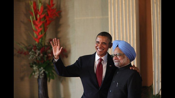 President Barack Obama and Prime Minister Manmohan Singh participate in a press conference at Hyderabad House in New Delhi, Nov. 8, 2010.