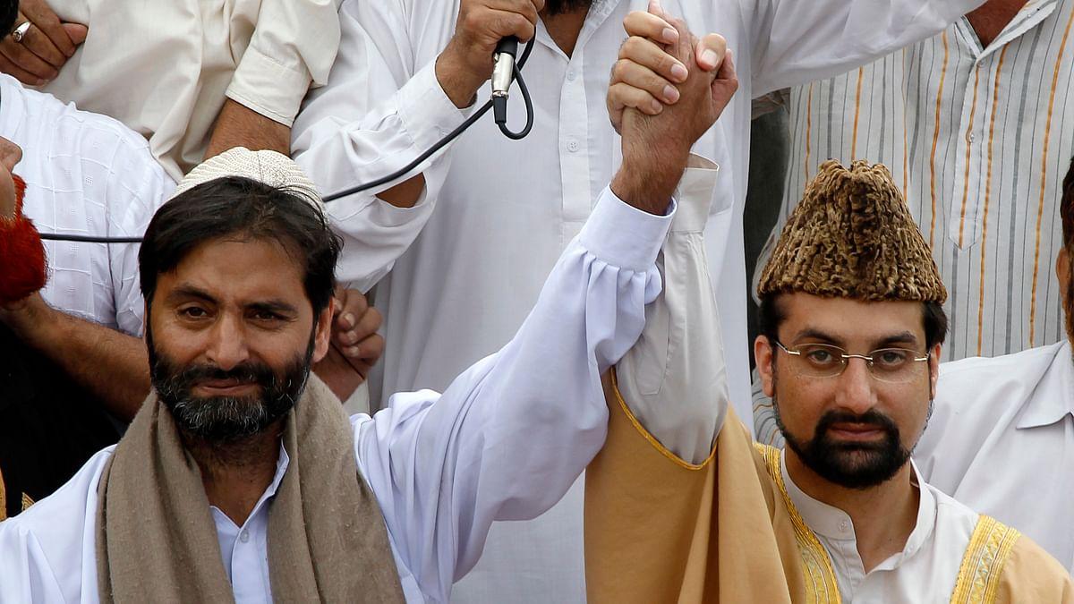 Mirwaiz Umar Farooq (R), Hurriyat leader and separatist leader Mohammad Yasin Malik in 2010. (Photo: Reuters)