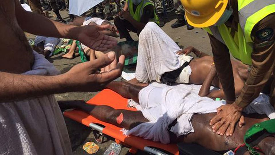 """BMC conducted a special disaster training programme for those visiting Mecca to prepare them for disasters like last year's stampede. (Photo: <a href=""""https://twitter.com/KSA_998/status/646875501085224960"""">Twitter.com/@ksa_998</a>)"""