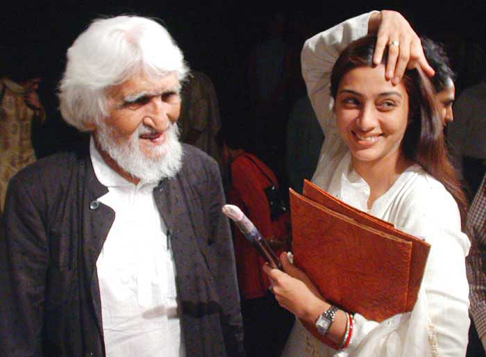 Husain and Tabu on the sets of <i>Meenakshi: A Tale of 3 Cities.&nbsp;</i>
