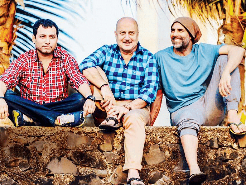 """Neeraj Pandey chills out with Anupam Kher and Akshay Kumar (Photo: Twitter/<a href=""""https://twitter.com/BOCindia/status/641309179152605184"""">@BOCindia</a>)"""