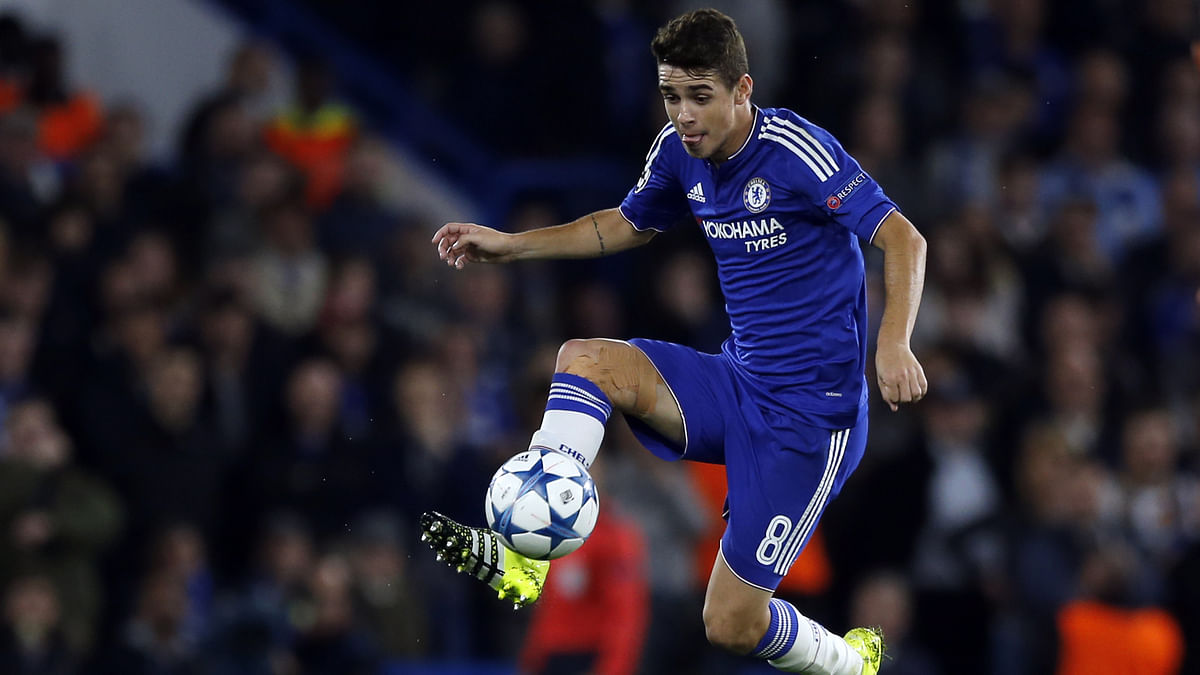 Chelsea's Oscar controls the ball during the Champions League group G match between Chelsea and Maccabi Tel-Aviv at Stamford Bridge stadium,London on Wednesday. (Photo: AP)