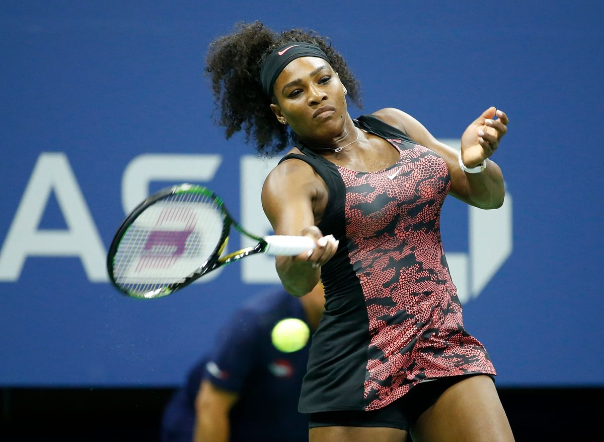 Serena Williams plays a forehand during her quarter-final match in the US Openagainst Venus Williams on Tuesday. (Photo: AP)