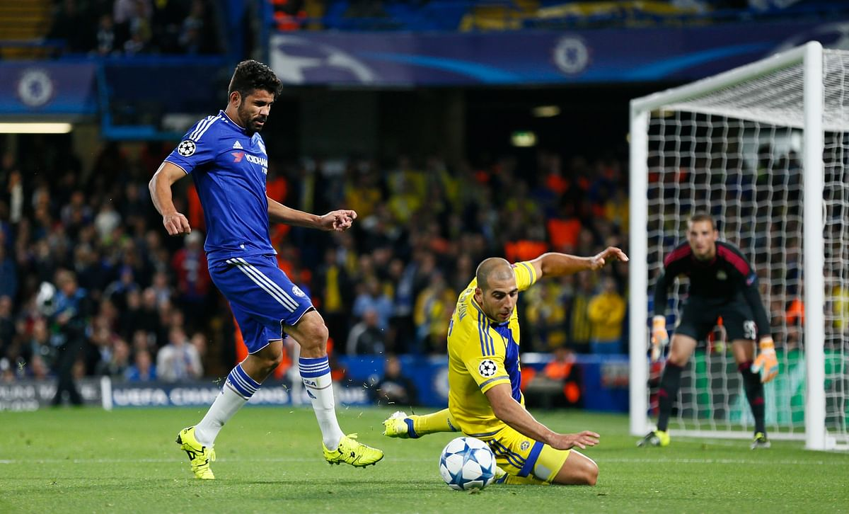 Chelsea's Diego Costa in action with Tel Aviv's Tal Ben Haim during their Champions League group match. (Photo: Reuters)