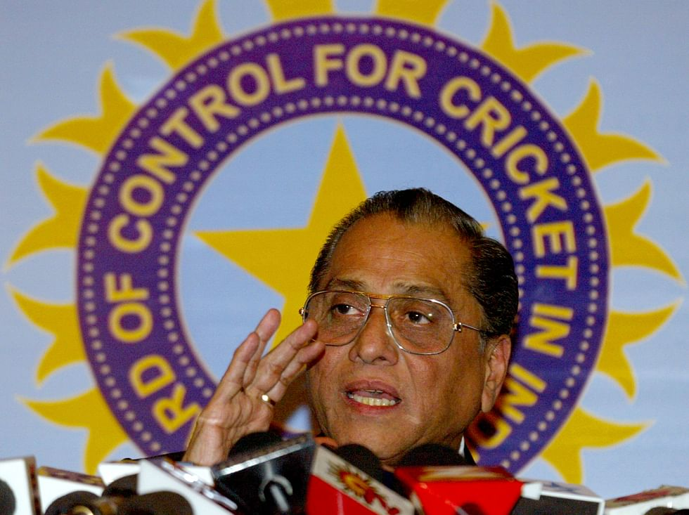 Jagmohan Dalmiya gestures during a news conference in New Delhi (Photo: Reuters)