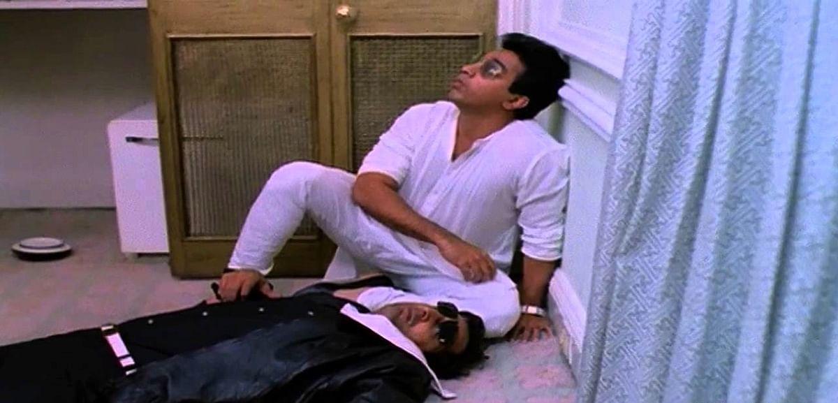 Kamal Haasan and Tinnu Anand in <i>Pushpak</i>