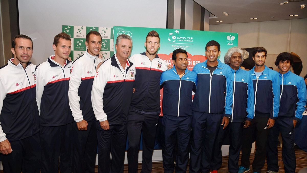 Czech Davis Cup players Radek Stepanek, Adam Pavlasek, Lukas Rosol and Jiri Vesely and the Indian team members Leander Paes, Rohan Bopanna, Anand Amritraj, Yuki Bhambri and Somdev Devvarman. (Photo: PTI)