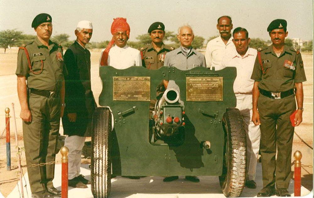 Col PR Jesus with veterans at 91 Artillery Regiment's Silver Jubilee, 1988. With medium artillery gun used in  Battle of Asal Uttar. (Photo: Rohit Khanna)