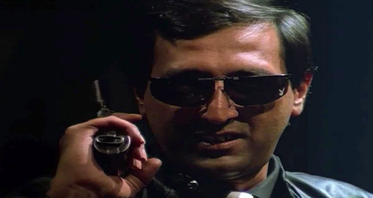 Tinnu Anand as the goofy assassin in <i>Pushpak</i>