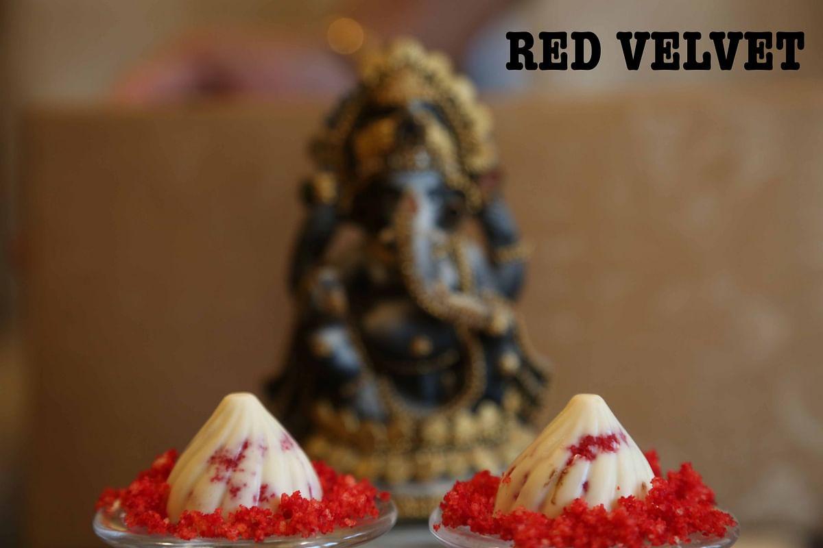 Red velvet <i>modaks </i>by Neeru's Cakes &amp; Desserts (Photo: The Quint)