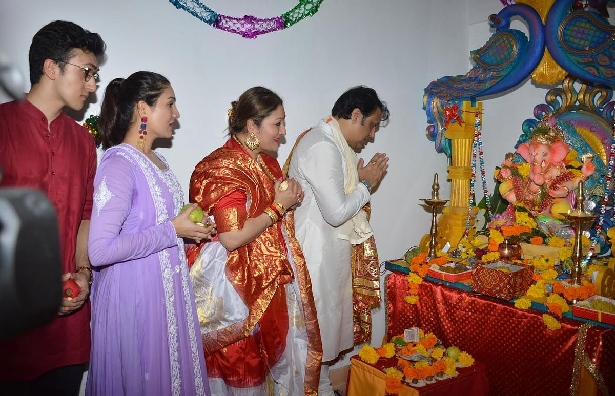 Govinda and his family at their residence welcoming lord Ganpati. (Photo: Yogen Shah)