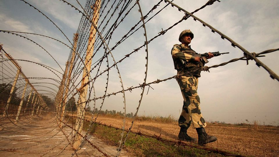File photo of Indian security force along the LoC in Jammu and Kashmir. (Photo: Reuters)