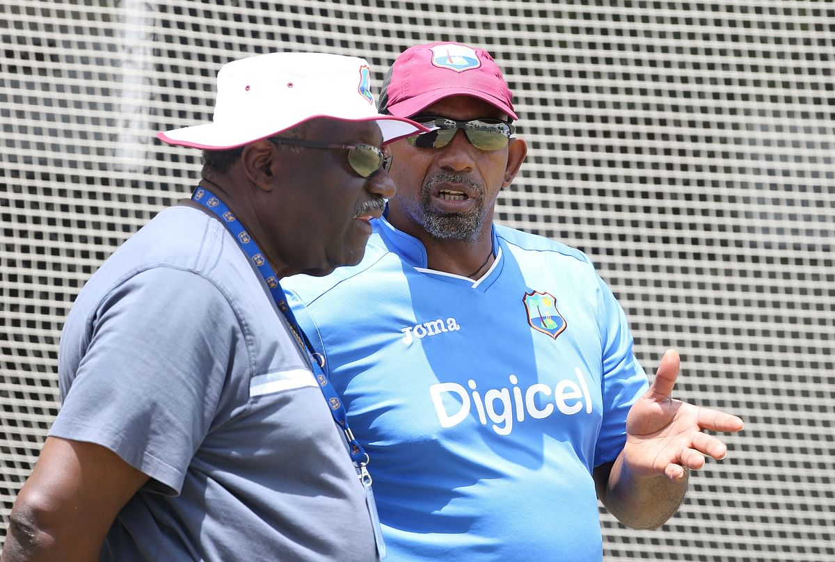 Phil Simmons with the chairman of selectors, Clive Lloyd. (Photo: Reuters)