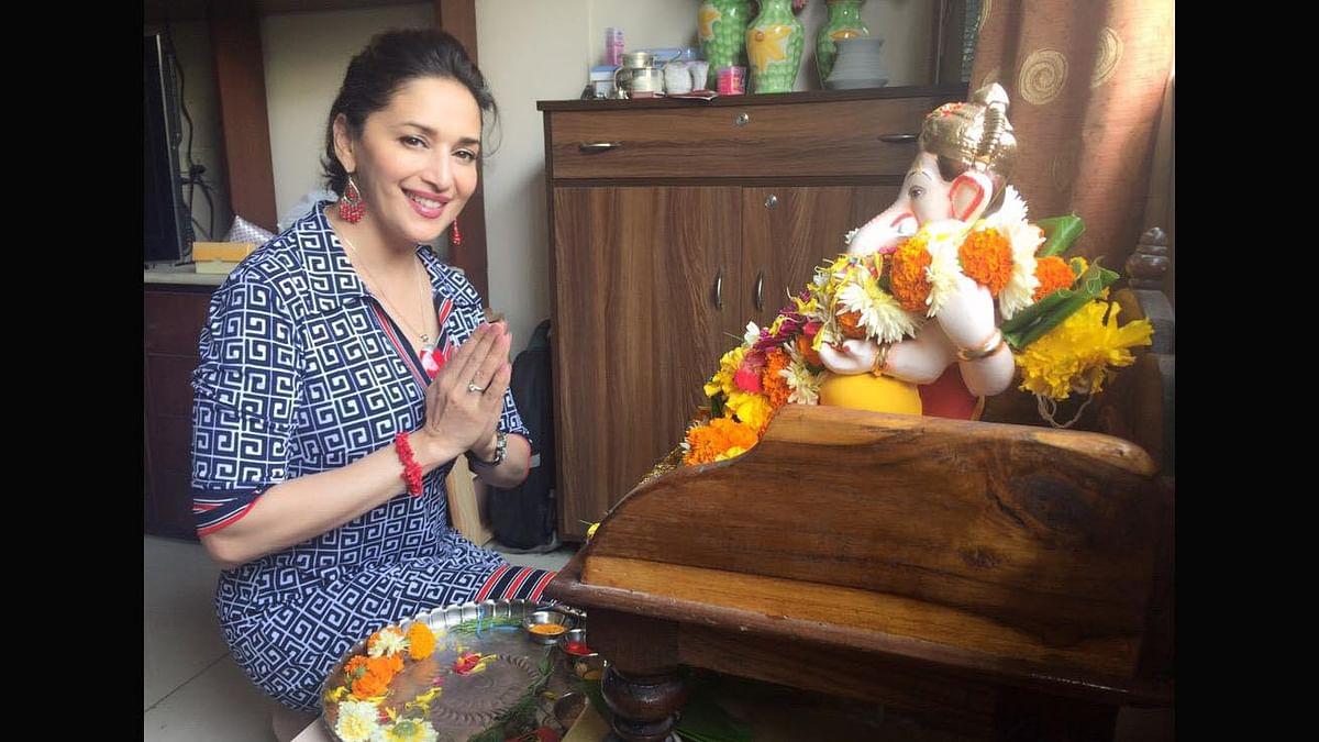 Madhuri Dixit Nene poses with her Ganesha. (Photo: Twitter/MadhuriDixit)