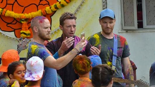 """Coldplay is shooting a music video in Mumbai ( Photo: Twitter/<a href=""""https://twitter.com/TBReporter/status/641916959777517568"""">@TBReporter</a>)"""