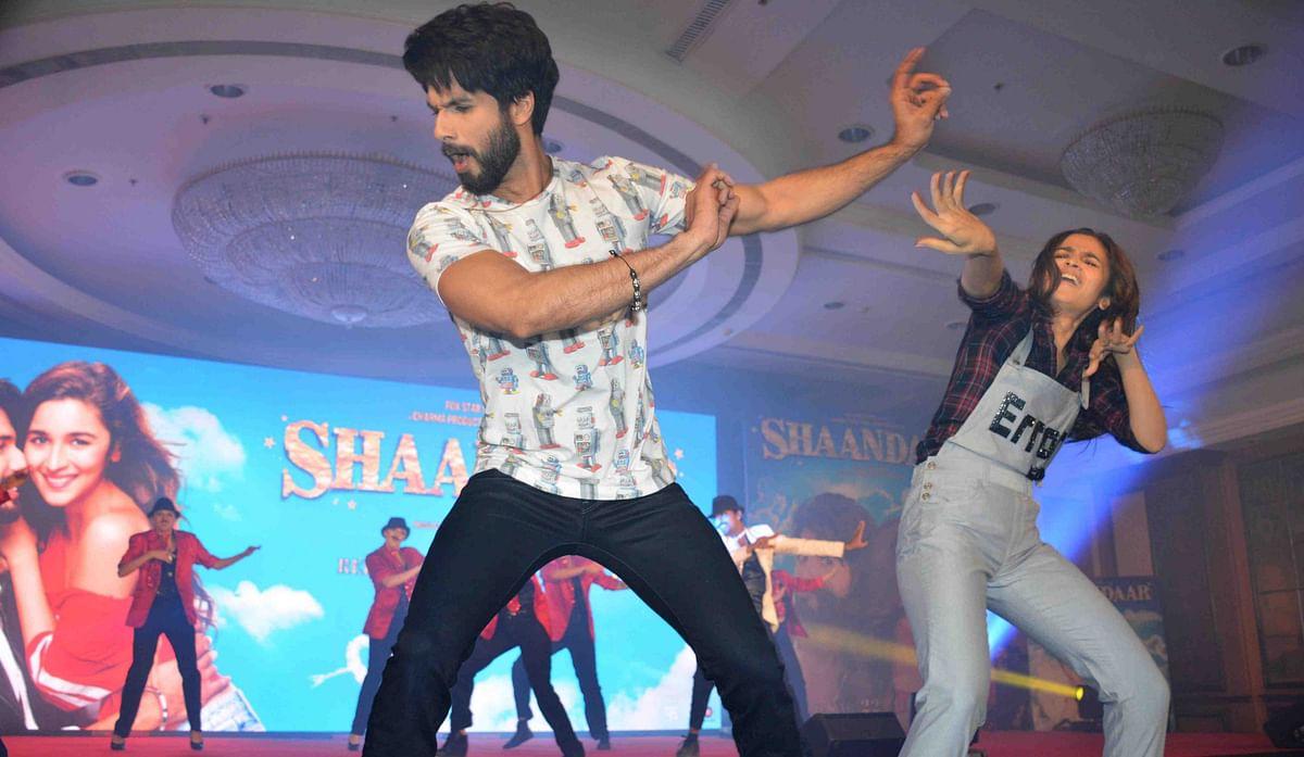 Shahid Kapoor and Alia Bhatt dance to <i>Gulaabo </i>(Photo: Yogen Shah)