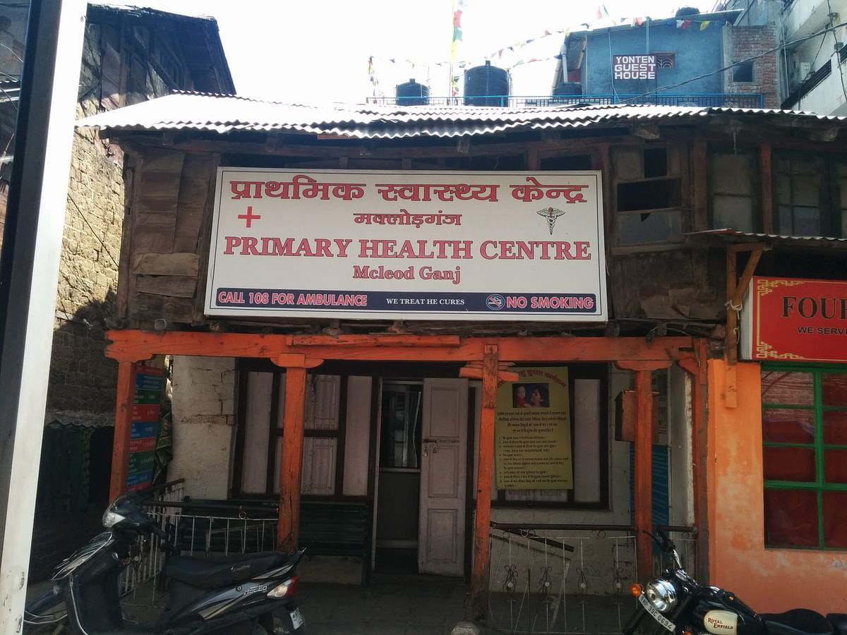 A primary health centre on Jogiwara road, Mcleodganj. (Photo: Sumegha Gulati/The Quint)