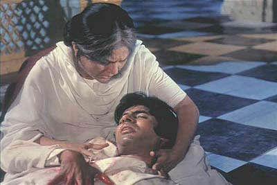 Nirupa Roy with Amitabh Bachchan in <i>Deewar</i>