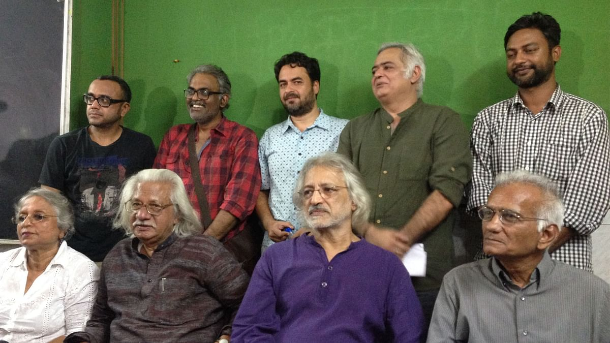 Noted filmmakers addressing the media on the FTII issue.