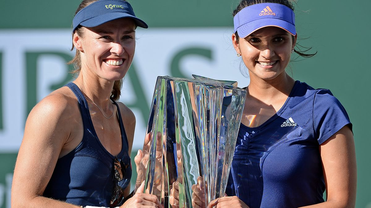 Martina Hingis and Sania Mirza pose with their BNP Paribas Open trophy at Indian Wells in March. (Photo: Reuters)