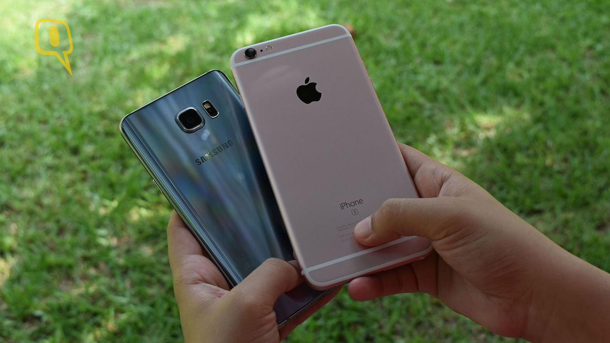 (Left) Samsung Galaxy Note 5 and (right) Apple iPhone 6s Plus. (Photo: <b>The Quint</b>)
