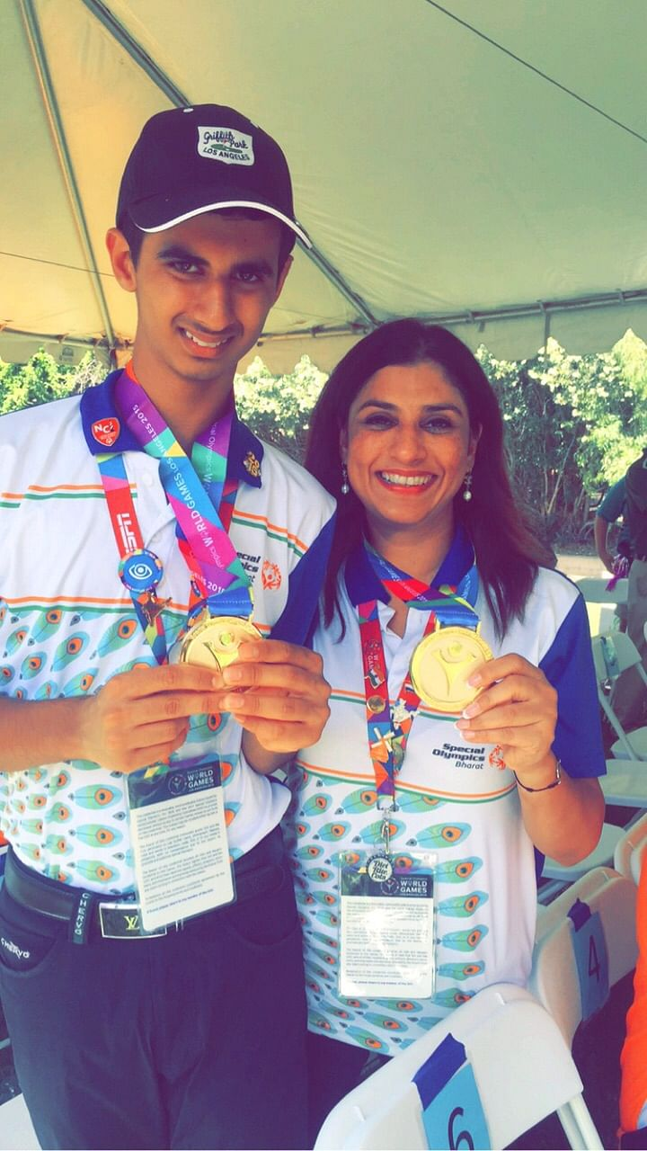 Ranveer celebrating his victory with his mother. (Courtesy: Special Olympics Bharat)