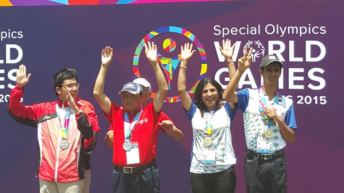 Ranveer with champions from different countries at the Special Olympics World Games. (Cortesy: Special Olympics Bharat)