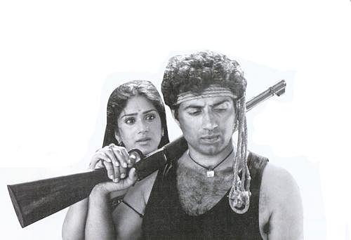 Meenakshi Sheshadri and Sunny Deol in <i>Dacait</i>