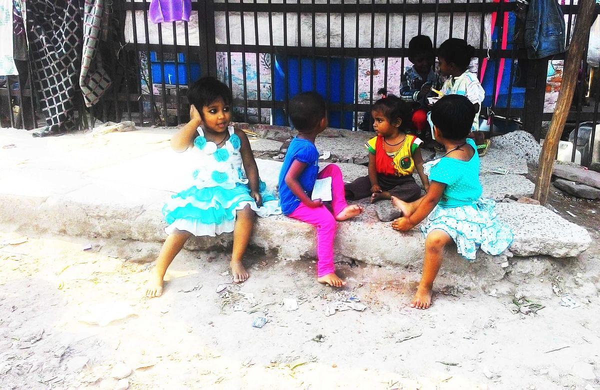 Kids playing around the slum in Delhi's Keshav Puram area, where Choti Nirbhaya stays. (Photo: <b>The Quint</b>)