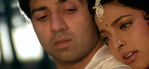 Sunny Deol and Juhi Chawla in<i> Lootere</i>