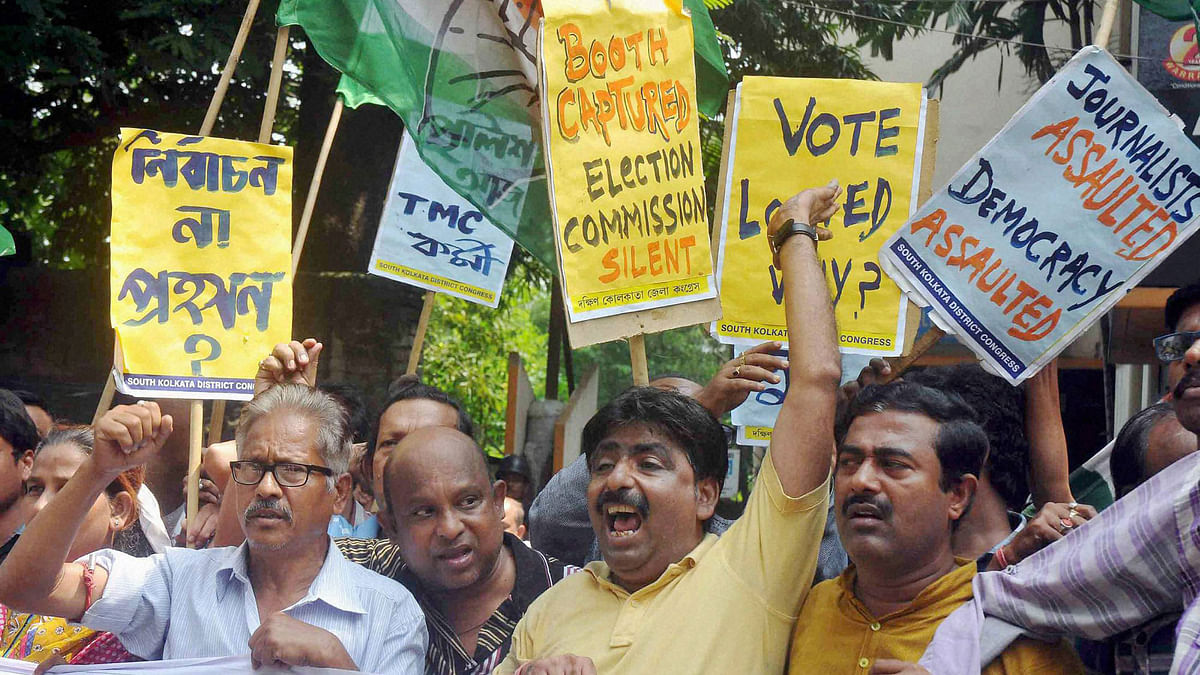 Congress activists protest against West Bengal State Election Commissioner Sushanta Upadhay and State Chief Minister Mamata Banerjee's Government regarding violence in Bidhannagar municipal corporation elections in Kolkata on Sunday. (Photo: PTI)