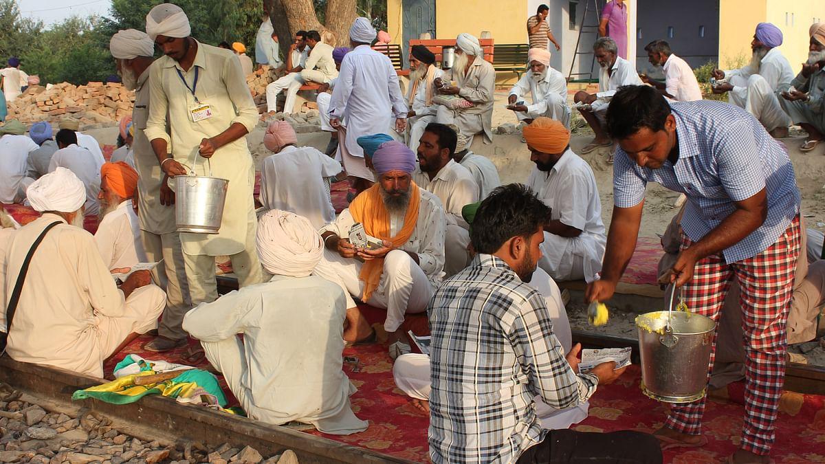 Halva being served to protesting farmers on railway tracks. (Photo: Vivian Fernandes)