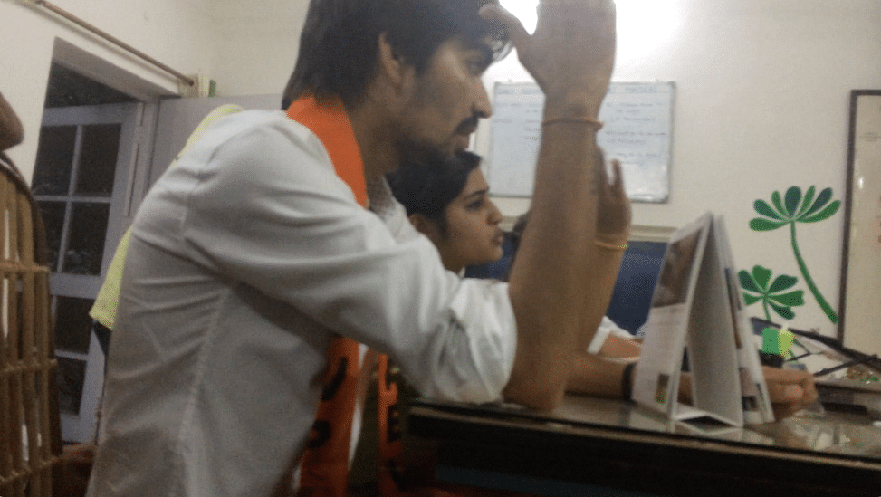 Satender Awana (L), Priya Sharma (R) threatening to file a complaint against the two journalists for 'corrupting' the DU campus. (Photo: The Quint)