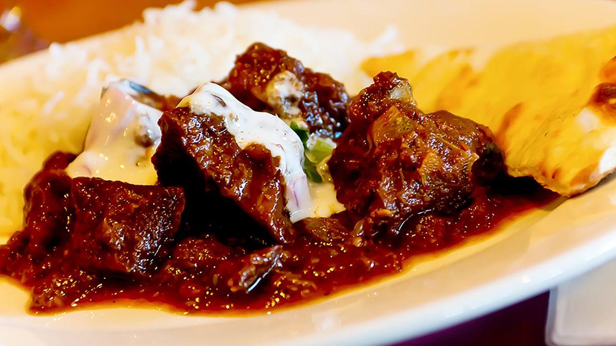 Enjoy the delicious beef curry. Slurrp! (Photo: iStockphoto)