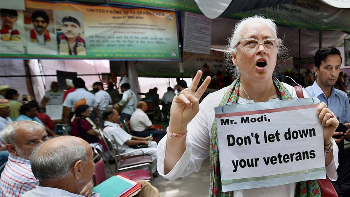 Social activist Nafisa Ali showing her support for the ex-servicemen agitating for OROP at Jantar Mantar during the protests in September. (Photo: PTI)