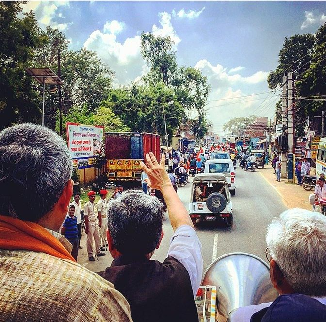 On the campaign trail with BJP's Sushil Modi and Union Minister Giriraj Singh. Local leaders of the BJP appear have taken a back seat as the party fights this election solely on Modi's popularity. (Photo: <b>The Quint</b>/Rishika Baruah)