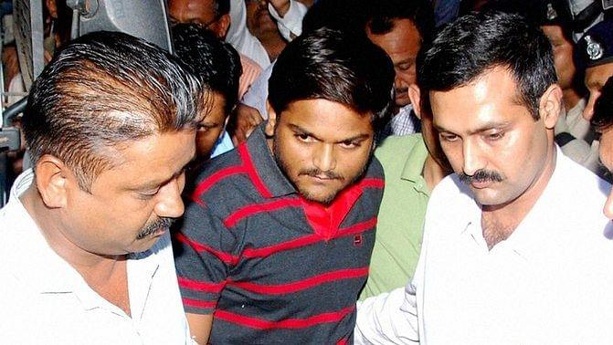 Patidar Samiti leader Hardik Patel (centre) produced in a court in Surat. (Photo: PTI)