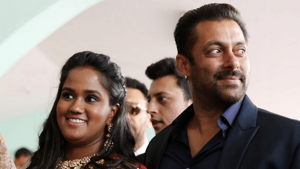 """Salman Khan with his sister Arpita Khan Sharma (Photo: Twitter/<a href=""""https://twitter.com/Youngisthan/status/646264141066276864"""">@Youngisthan</a>)&nbsp;"""