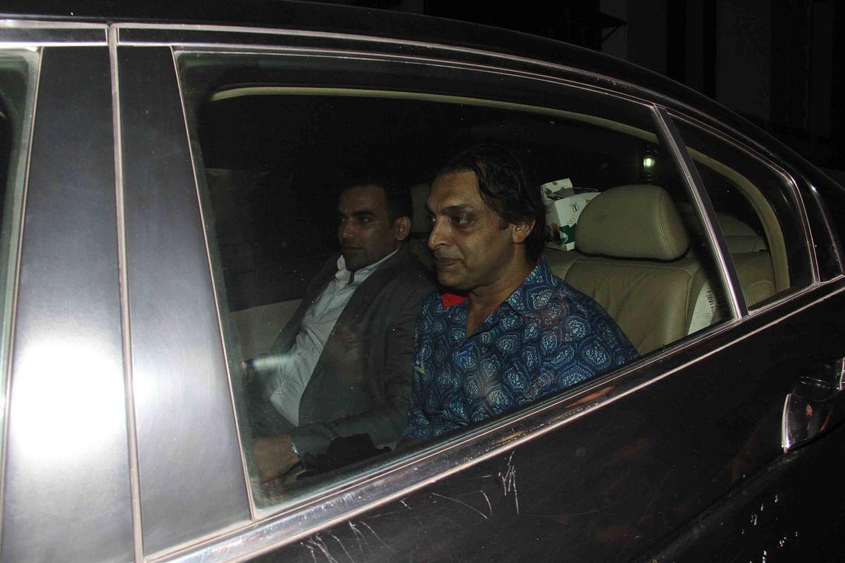 Shoaib Akhtar and Zaheer Khan arrive together. (Photo: Yogen Shah)
