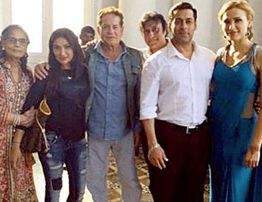 Salman Khan with his parents and Iulia Vantur (Photo courtesy: Twitter/@EntDC)